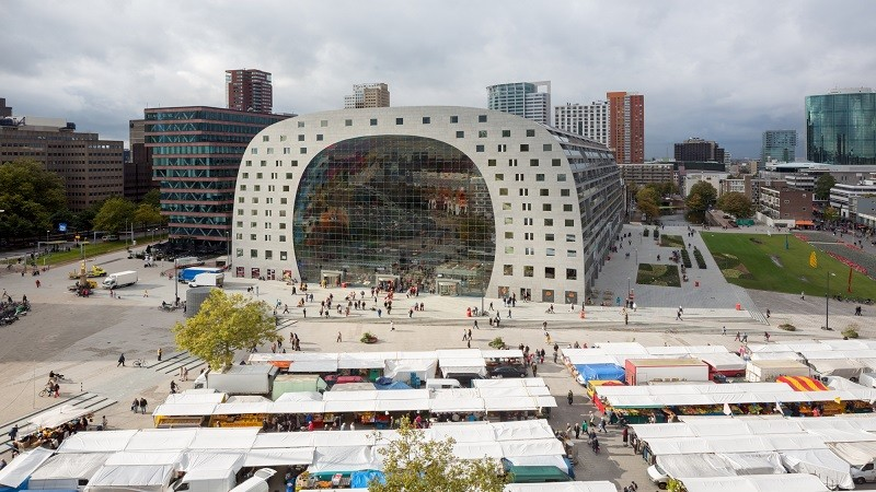 GO Rotterdam Culture Tour Markthal Rotterdam Architectuur binnenrotte highlight landmark Laurenskwartier markt Markthal restaurant winkelen GO Dutchetracel Rotterdam
