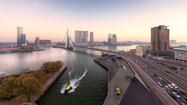 GO Rotterdam Harbour Tour Rotterdam Uitzicht op de Erasmusbrug en Wilhelminakade GO Dutchtravel Rotterdam
